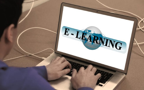 E-Learning with student and computer